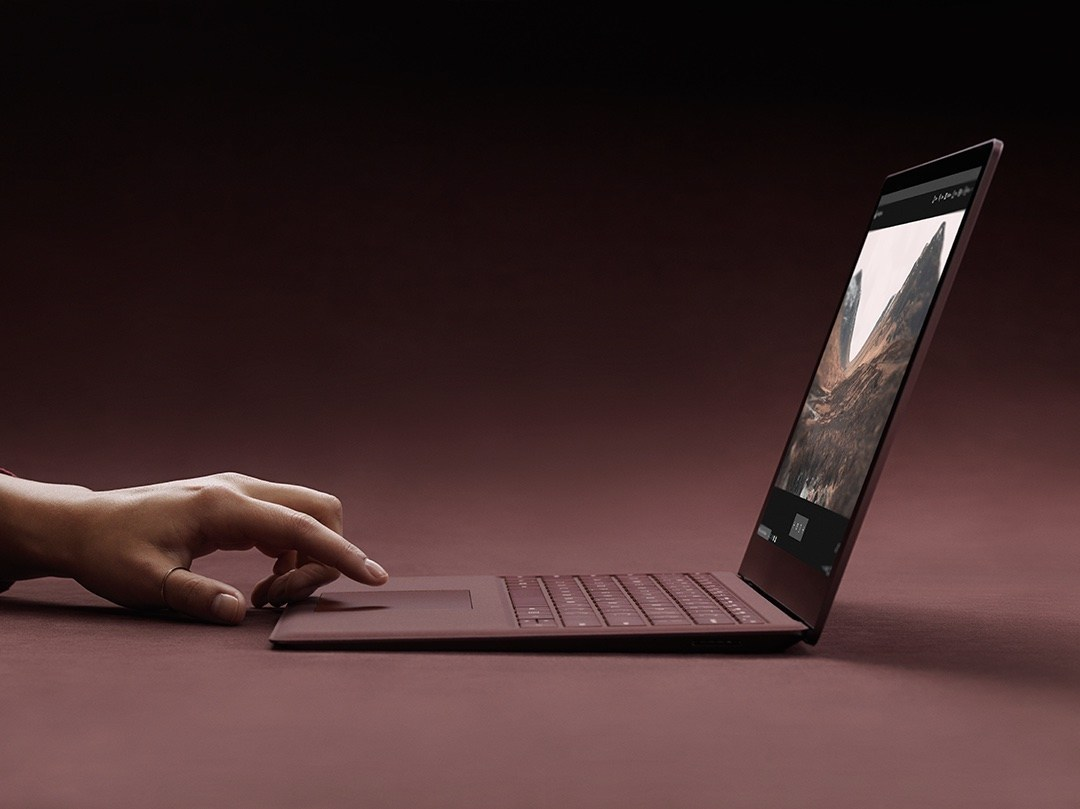 微軟預期在10月公布首款15吋設計的Surface Laptop