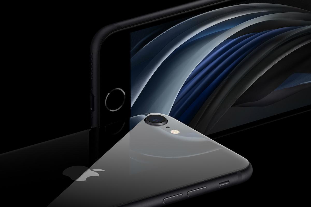 來勢洶洶的2020 iphone SE以超平價之姿坐落蘋果官網,64G只要14500元,比2016年的SE還要便宜
